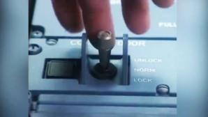 Il dispositivo di chiusura della porta di accesso al cockpit