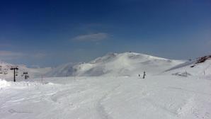 Le piste di Campo Imperatore il 20 marzo scorso con lo sfondo del Monte Scindarella