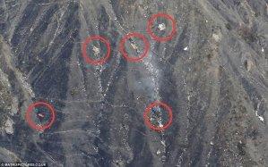 I resti sparpagliati dell'aereo della Germanwings visti da una certa prospettiva
