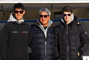Al centro nella foto, Ricardo Galael, con il figlio Sean e Antonio Giovinazzi