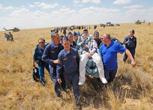 Dzhezkazgan, Kazakhstan: A rescue team carry US astronaut Donald Pettit