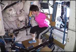 I suoi allenamenti fisici durante la sua permanenza nello spazio