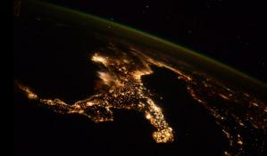 Immagine nottura dell'Italia vista dallo spazio