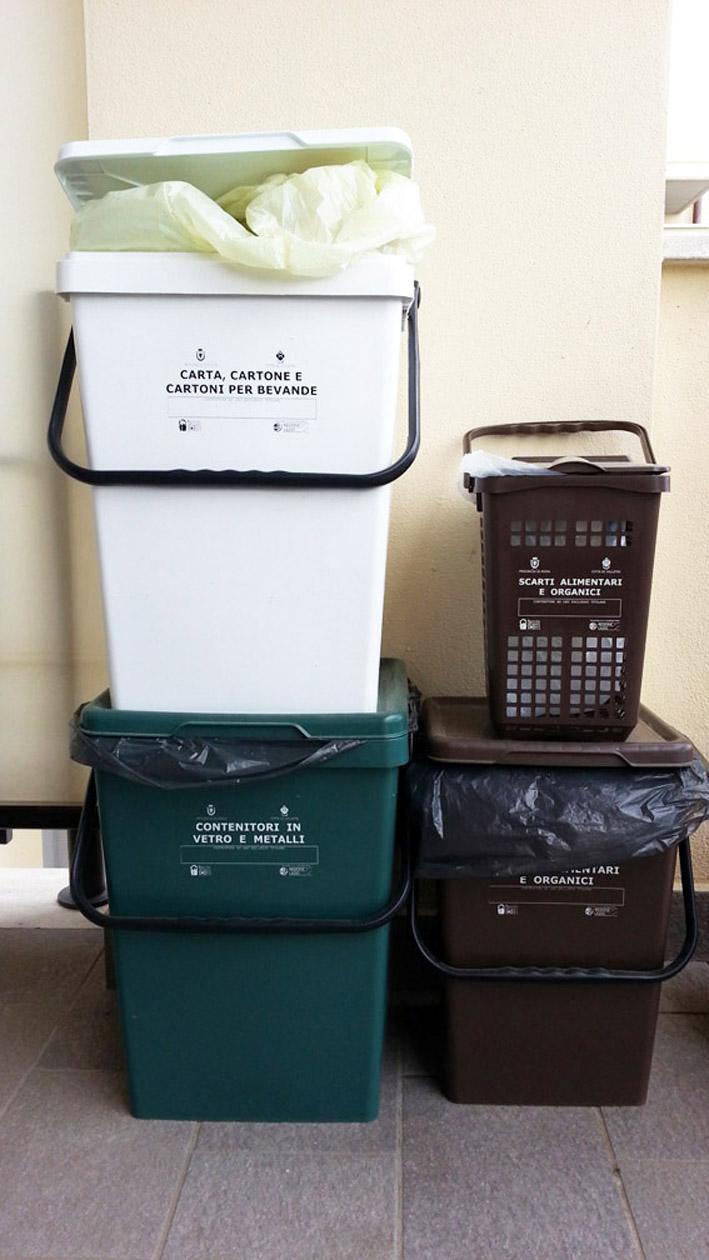 A velletri la raccolta dei rifiuti porta a porta fa - Contenitori rifiuti differenziati per casa ...