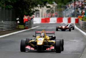 Antonio Giovinazzi vittorioso sul circuito di Pau