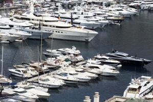 Una suggestiva fotografia del porto turistico di Montecarlo