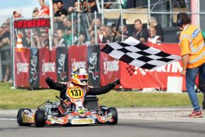 Lo spagnolo Pedro Hiltbrand, metre taglia il traguardo della KZ2