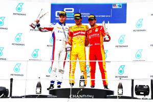 Da sx, il russo Sergey Sirotkin (secondo classificato), il vincitore Giovinazzi e il francese Norman Nato