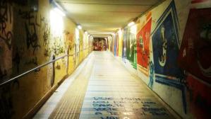 Il sottopasso della stazione ferroviaria di velletri, dove incuria e inciviltà dei cittadini si somma allo stato di abbandono delle infrastrutture pubbliche