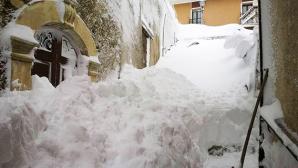 Il paesino di Picciano, sepolto da oltre due metri di neve