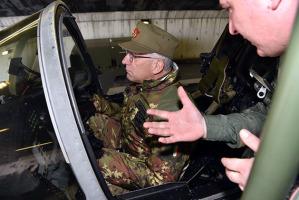 Il generale Graziano nel cockpit dell'intercettore Eurofighter della nostra Aeronautica militare