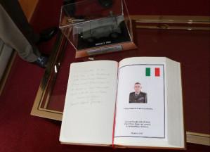 Il libro degli ospiti, personalizzato dallo stesso generale Claudio Graziano