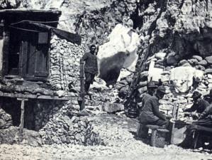 Postazione italiana nelle baracche al passo della Sentinella