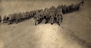 Il plotone di fanteria da Ettore Martini risalgono per il Vallon Popera al passo della Sentinella