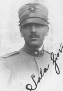 Il capitano Giovanni Sala, comandante dei valorosi Mascabroni è stato insignito con la mefaglia d'oro al valor militare. Quando venne arrulato si era lauretao da pochi anni presso la facoltà di Agraria dell'Università di Pisa. Si è spento a merano il 17 luglio del 1965