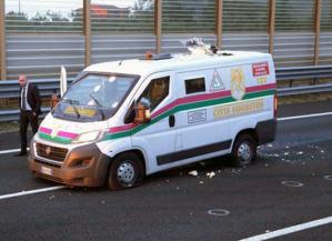 Una foto emblenatica di un assalto ad un portavalori di un istituto di sicurezza privata. Il servizio di guardia giurata è spesso sottoposto a rischi che non sono riconosciuti
