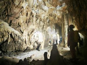 Un particolare della Grotta Savi, sulle pendici del Monte Stena © www.studicarsici.it