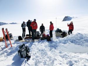 L'Èquipe di studiosi del progetto Muse all'opera sul ghiacciaio dell'Adamello