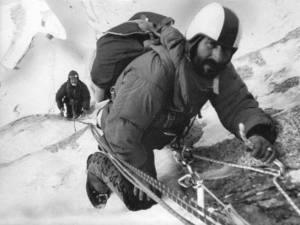 Maestri ipegnato nell'ascensione della spedizione del Cerro Torre del 1970
