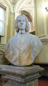 Un busto del cardinale Cornelio Bentivoglio d'Aragona, Legato Pontificio della Romagna nel 1725, troneggia sulla monumentale rampa di scale della Biblioteca di Imola. Il suo peseudonimo era Selvaggio Porpora, nato a Ferrara nel 1668 e morto a Roma nel 1732. fu cardinale, arcivescovo cattolico e scrittore italiano.