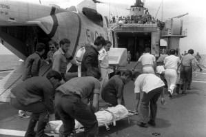 Il recupero delle salme sparse nello specchio di mare di Ustica