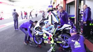 Pronti per entrare in pista nella pit lane i pupilli del Team RGR TM Racing Factory di Davide Giugliano