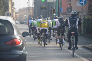 Capita spesso che vi siano gruppi di ciclisti indisciplinati che mettono a rischio la loro incolumità sulle nostre strade, soprattutto quelle extraurbane.