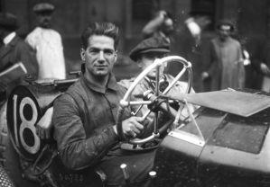 Ralph De Palma in una foto che lo ritrae in veste di pilota agli inizi della sua carriera, attorno al 1901