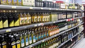 scaffale-bottiglie-olio-di-oliva