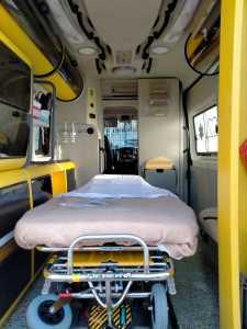 La lettica dell'ambulanza bariatrica già operativa a Foggia per gestire le emergenze di pazienti con gravi obesità