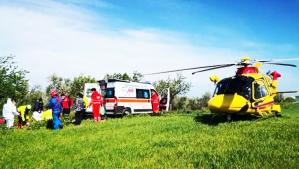 L'immagine (©Repubblica) nella quale l'agricoltore pugliese viene soccorso dopo l'amputazione di un arto e sottoposto alla terapia Blob dalla equipe medica dell'elisoccorso 118 di Foggia